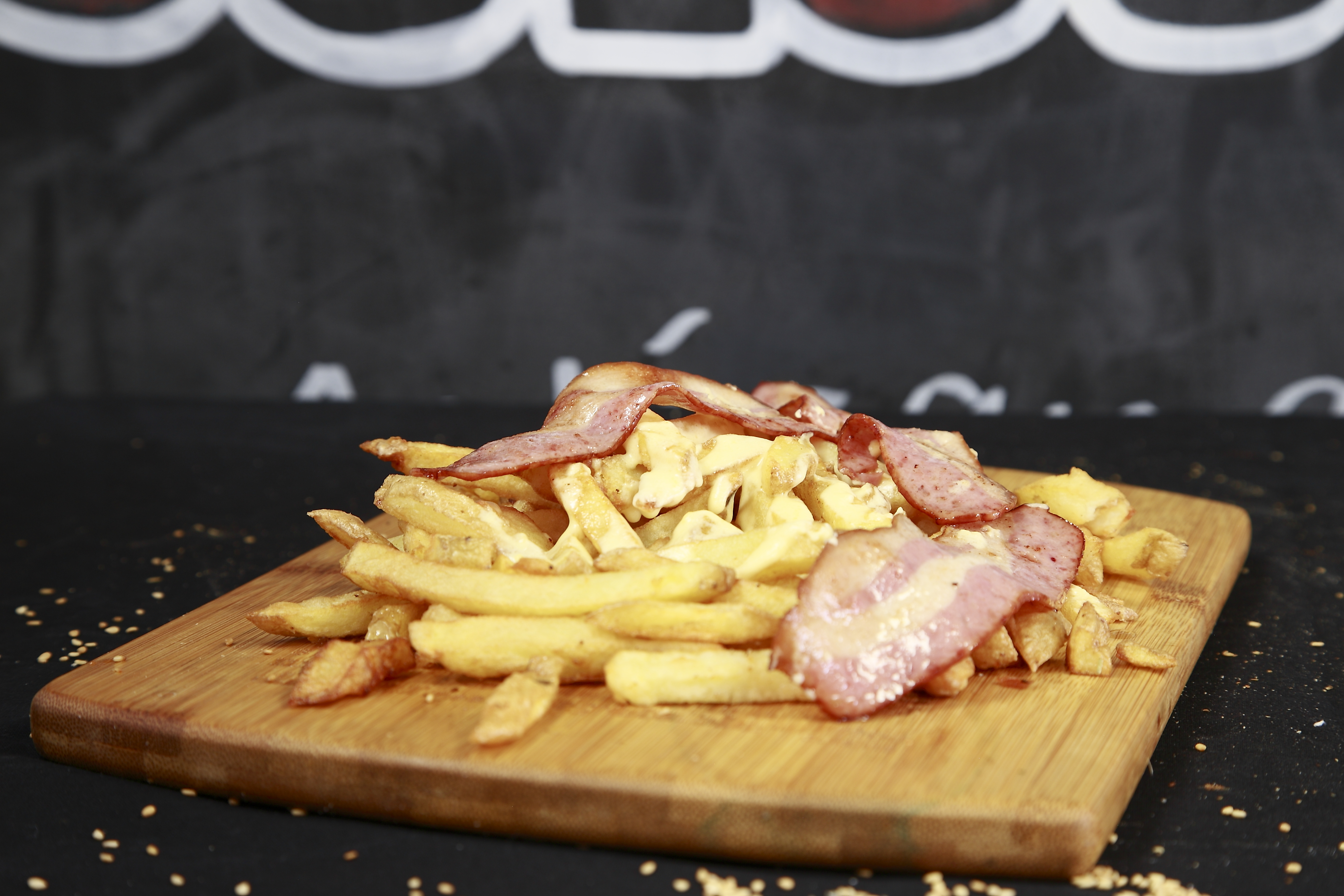 frite maison sauce cheddar, bacon.